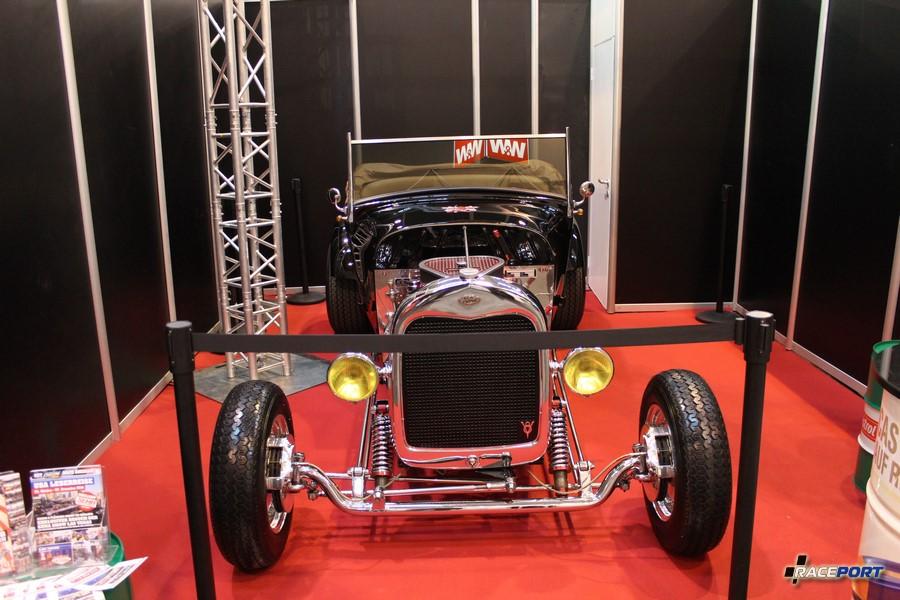 Хотрод Форд с V-образным двигателем