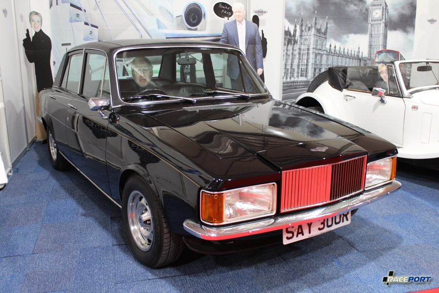 Panther Rio 1975-1977. Самая страшная машина на выставке, похожа на ГАЗ 3102. :)