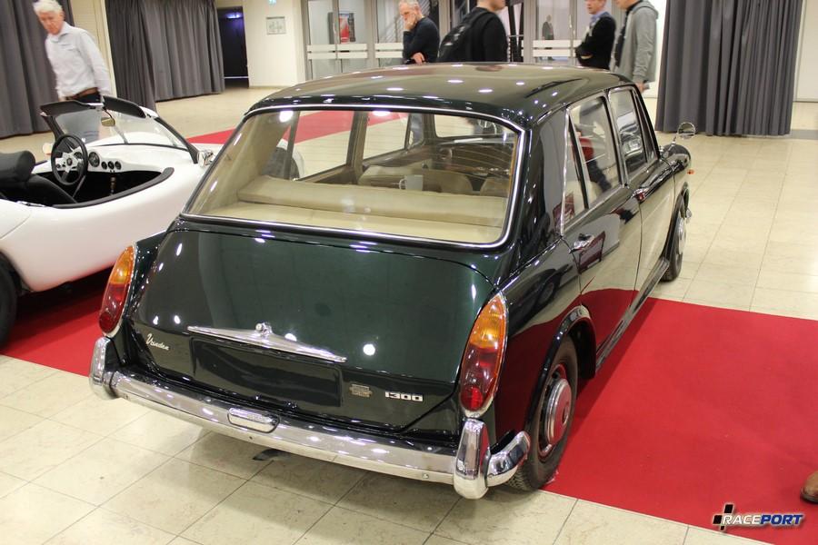 Vander 1300 Vander 1300 удивительный автомобиль, несмотря на малые габариты имеет достаточно просторный салон обшитый кожей, задние пассажиры имеют даже откидные столики в спинках передних кресел