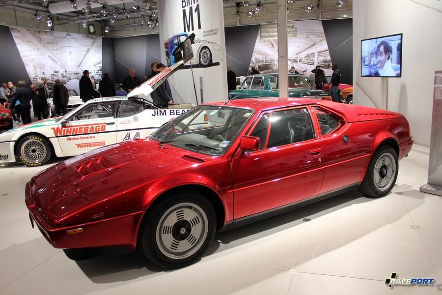 BMW M1 E26 дорожный вариант 1980 г. в. В модельный год стоимость 100 000 DM