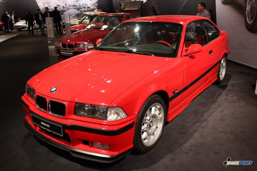 BMW E36 M3 3.2 как написано на инфо табличке, хотя по внешнему виду это 3.0. видимо это частная машина клиента БМВ