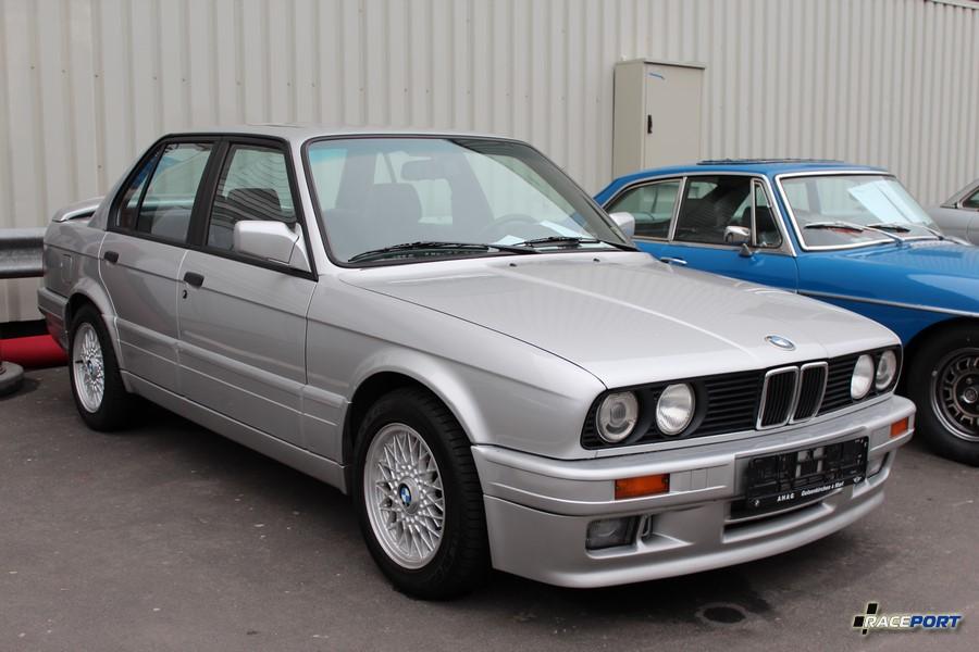 1989 BMW 325i E30 M Technik II; 179 800 km, 22 500 Euro