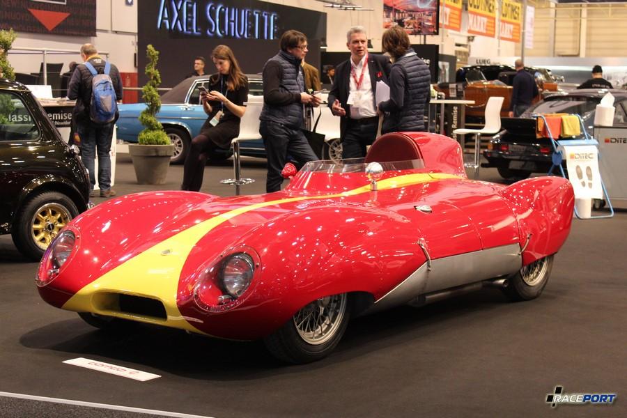 Lotus Eleven 1956 года. Объем 1100 куб см, 90 л.с. 6800 об/мин, 450 кг 229 000 Euro