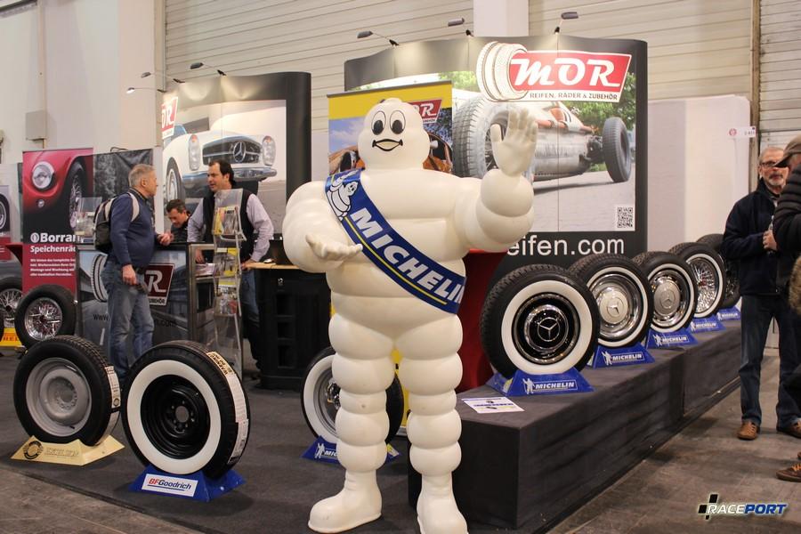 Стенд Michelin с линейкой для классических автомобилей