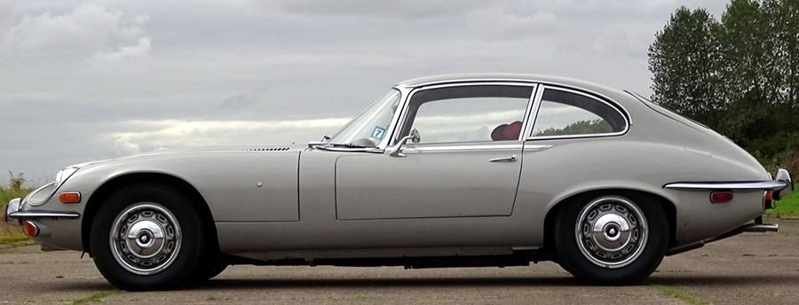 Jaguar E Type с кузовом купе последних годов выпуска.