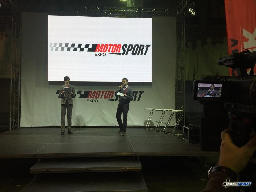 На сцене давали интервью рассийские пилоты из разных сфер автоспорта, а также озвучили новость о возможном скором строительстве нового трека в Москве