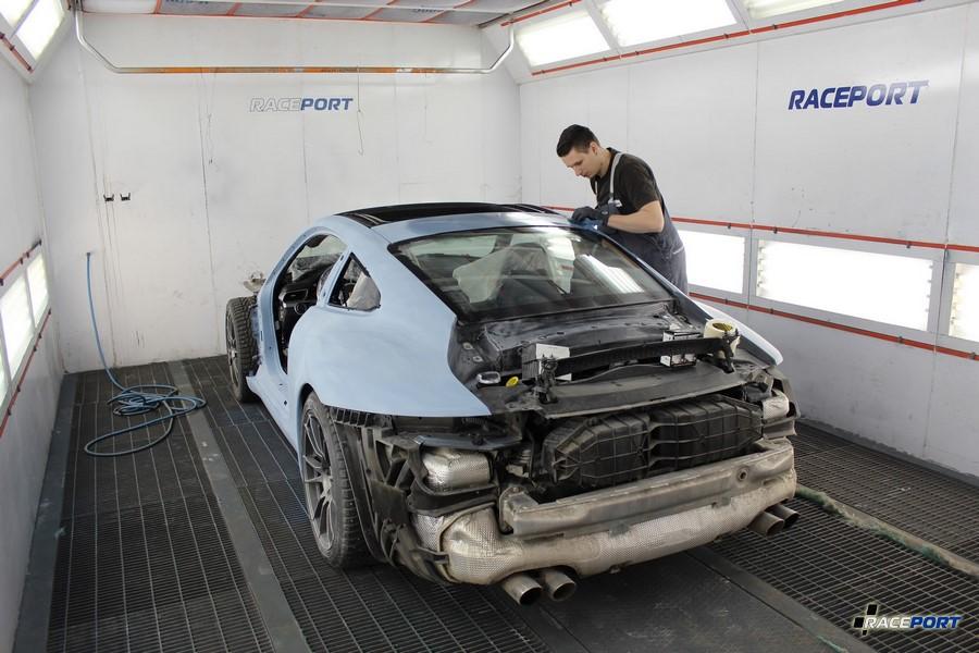 Автомобиль Порше в светло-голубом грунте перед покраской в Рейспорт
