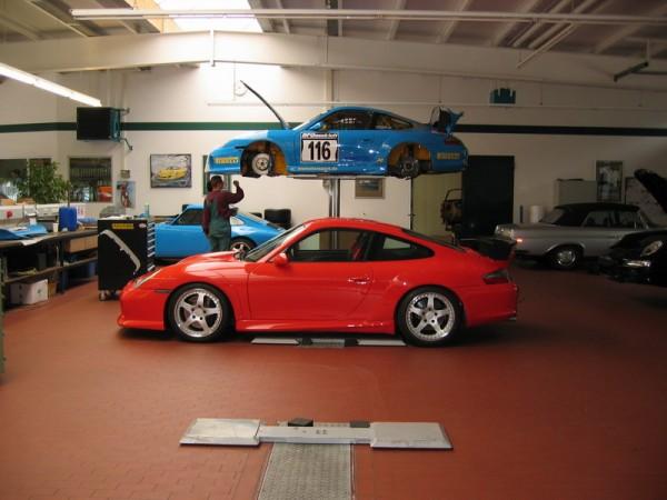 RGT/RS это версия Porsche GT3 RS в исполнении RUF. Синий автомобиль принимает участие в немецкой серии VLN.