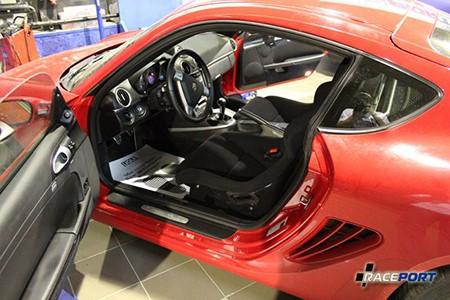 Установка сидений на Porsche Boxster