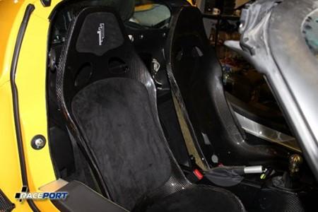 Покрытие лаком и установка сидений из карбона Technocraft на Lotus