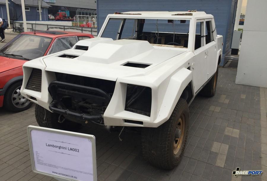 Lamborghini LM002 в разобранном состоянии, видимо перед восстановительными работами.