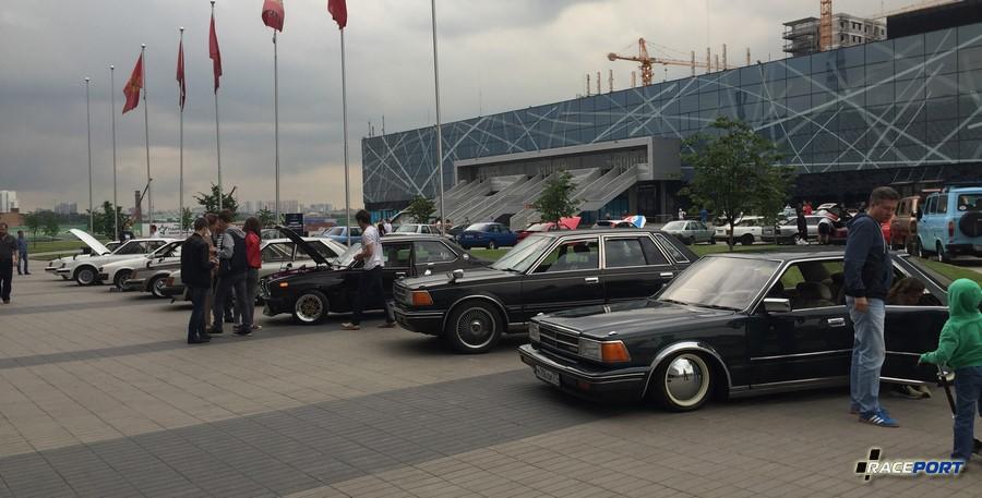 Ряд азиатских автомобилей, их было не много, это и к лучшему