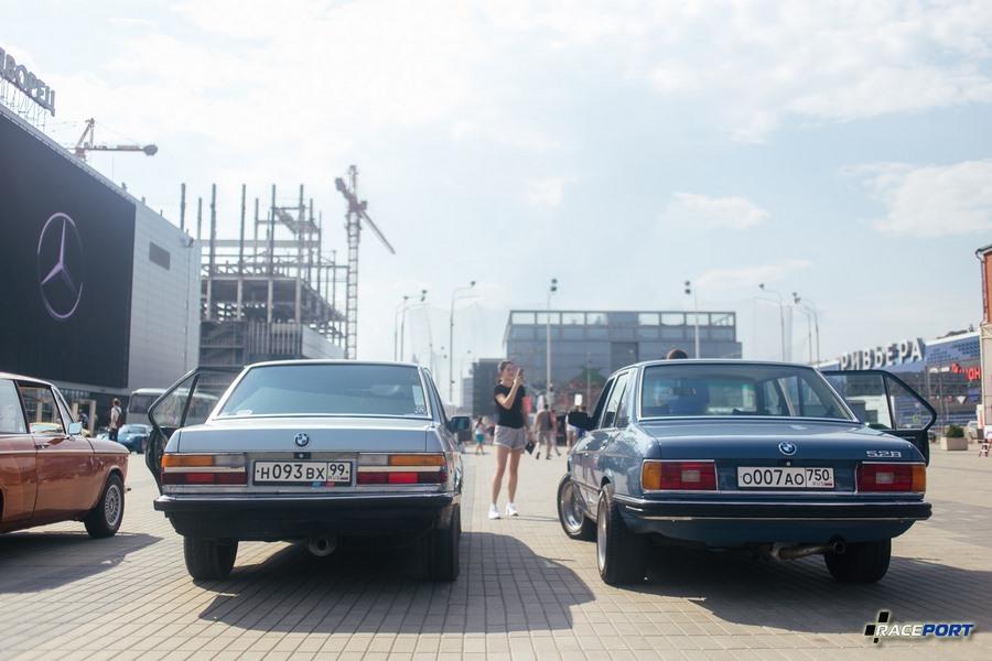 BMW 5 серии: слева Е28 справа E12