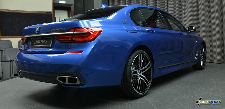 BMW M760Li V12 color Estorilblau