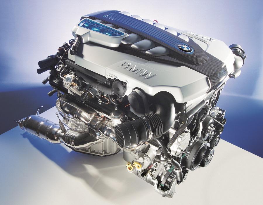 Водородный двигатель BMW с 12 цилиндрами